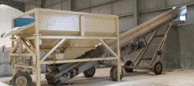 18. Mobile vibrating screen hopper